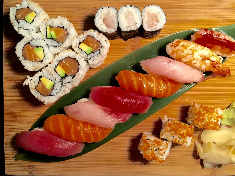 Mix Sushi 24 pz (8 nigiri, 8 hosomaki, 8 uramaki)